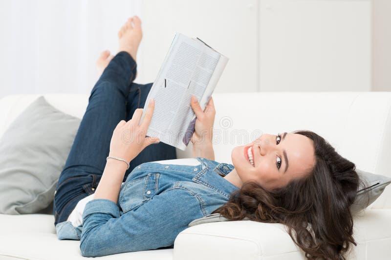 藏品杂志妇女年轻人 免版税库存照片