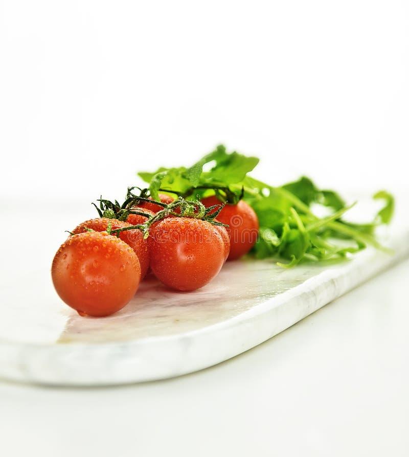 藤蕃茄和沙拉 免版税库存照片