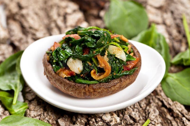 蘑菇充塞用菠菜 免版税库存照片