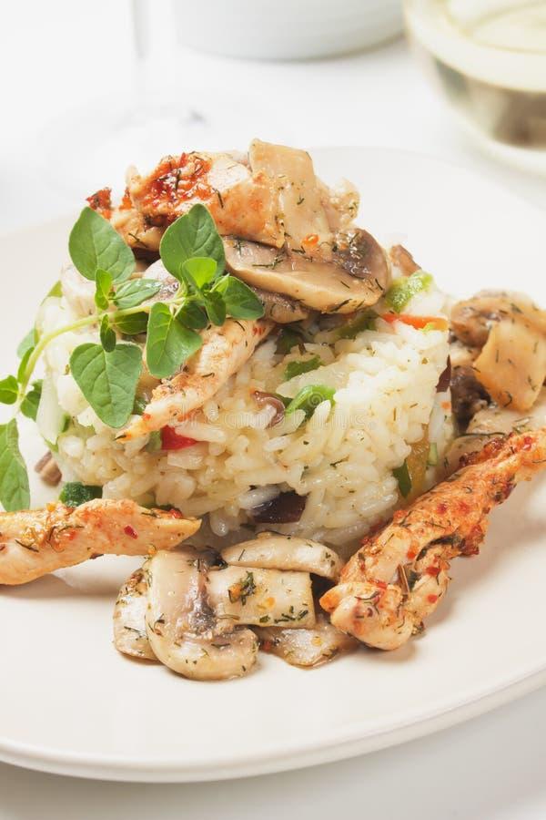 蘑菇和鸡用菜意大利煨饭 免版税图库摄影