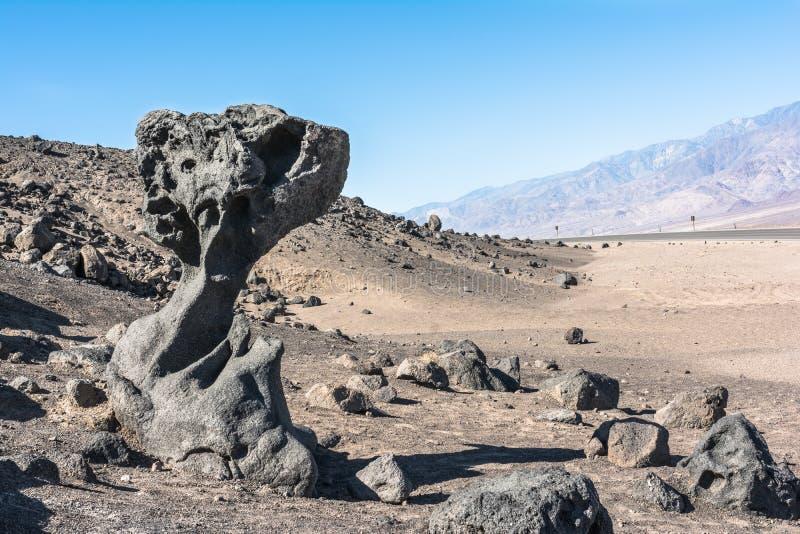 蘑菇岩石在死亡谷国家公园,加利福尼亚 免版税库存图片