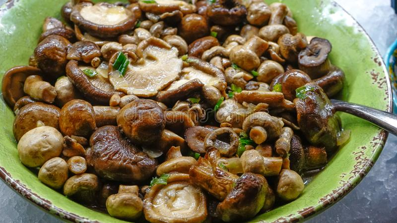 蘑菇沙拉晚餐 免版税库存图片