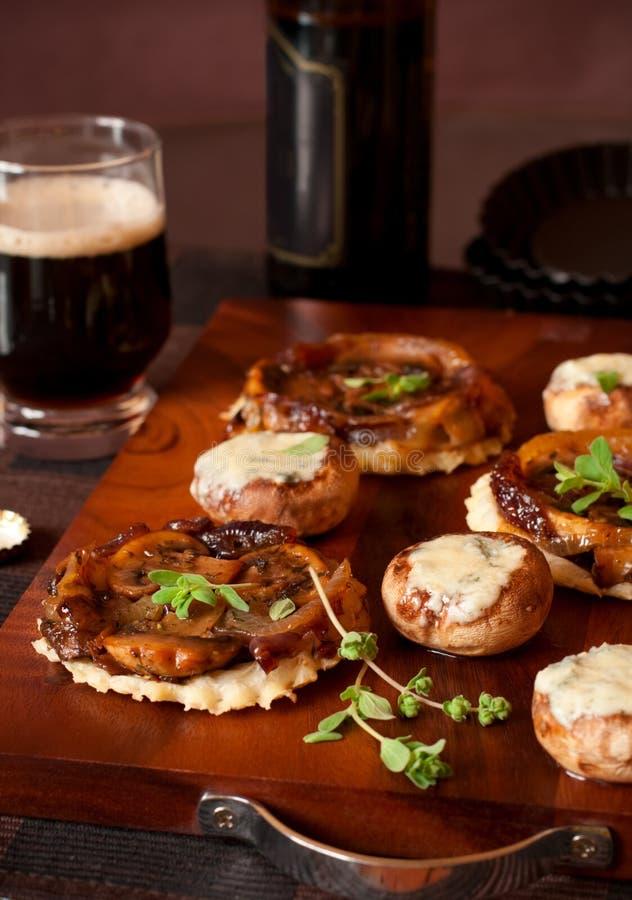蘑菇蘑菇充塞了tarte tatin 免版税库存图片