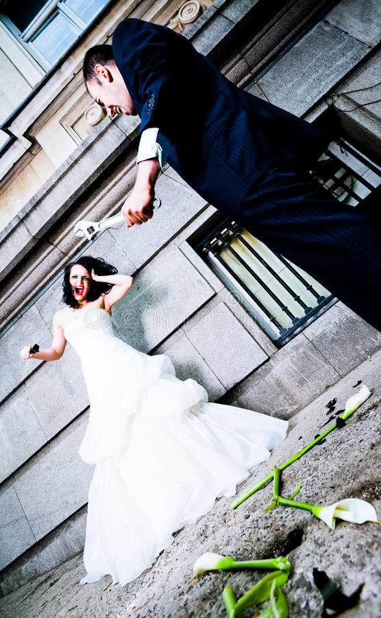 虐待新娘的新郎 库存图片