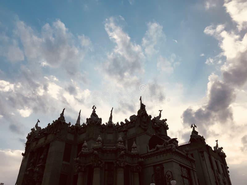 虚构物议院是Kyv -乌克兰的中心的一个建筑奇迹-门面 免版税库存照片