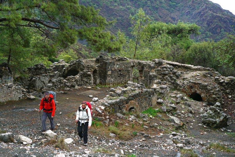 虚构物,灼烧的岩石是卓越的斑点ot Lycian方式足迹在Cirali附近,安塔利 库存图片