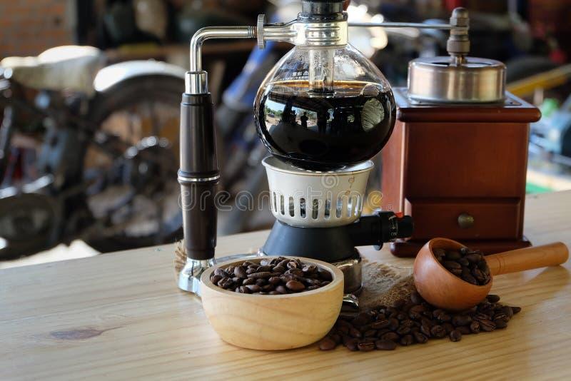 虹吸管咖啡,热的咖啡 库存图片