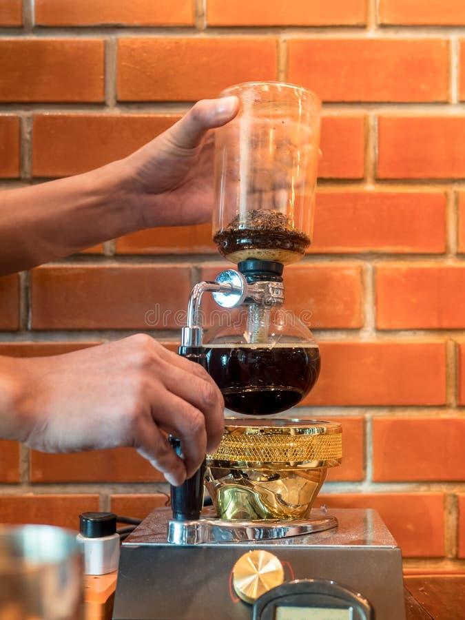 虹吸管真空咖啡壶 免版税库存照片