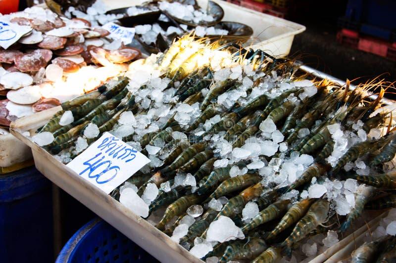 虾在新鲜市场上 免版税图库摄影