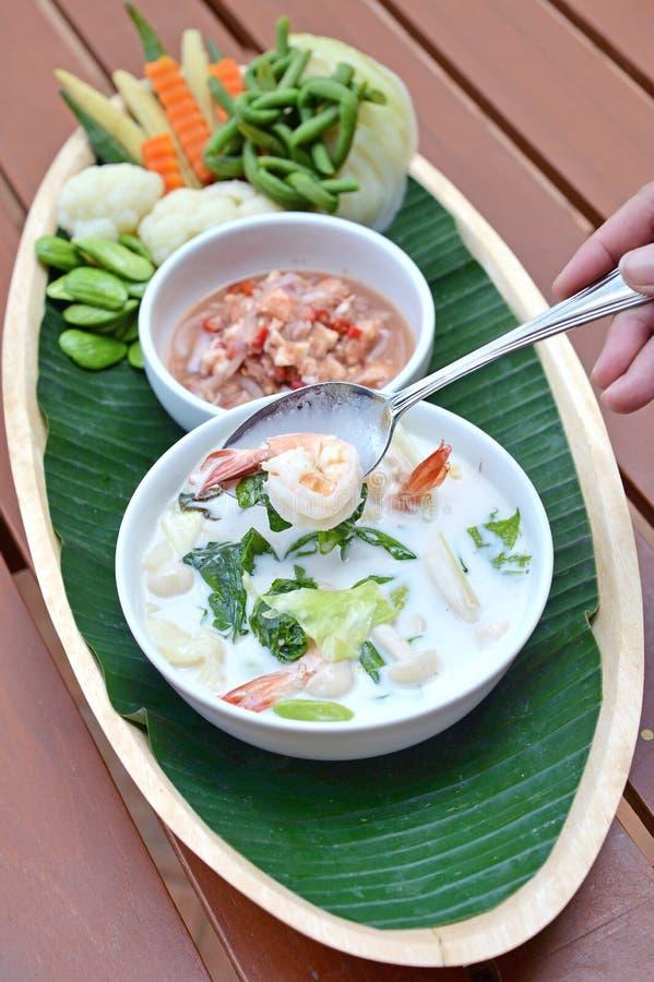 虾椰子汤 免版税库存照片