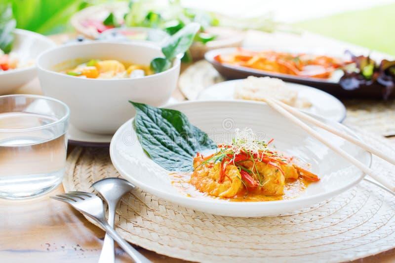 虾红色咖喱酱椰奶非洲黑人石灰 免版税图库摄影