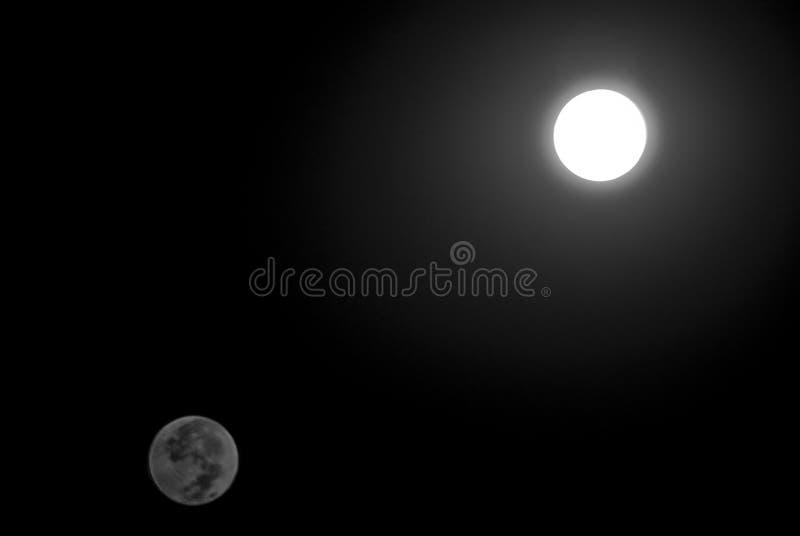 蚀隐约地出现月球 免版税库存图片