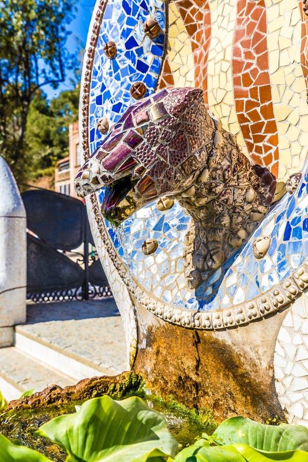 蛇坚硬的公园Guell,巴塞罗那,卡塔龙尼亚,西班牙 免版税库存照片