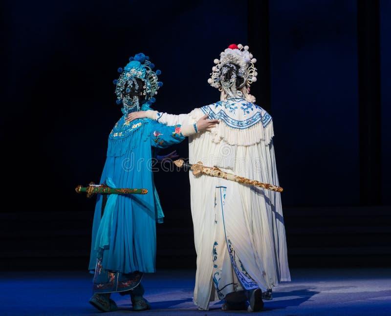 """蛇姐妹这第六行动水溢出金黄小山Kunqu Opera""""Madame白色Snake† 图库摄影"""