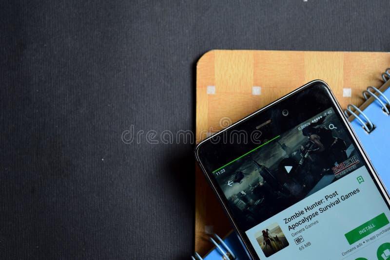 蛇神猎人:张贴默示录生存在智能手机屏幕上的比赛dev app 库存照片