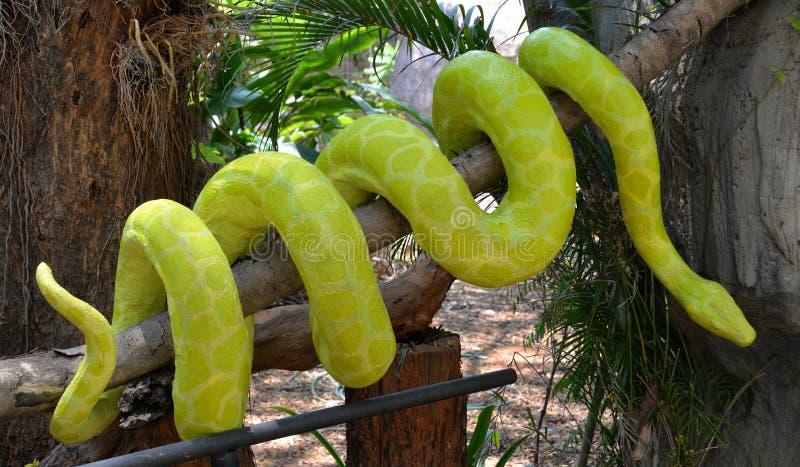 蛇雕象 免版税库存照片