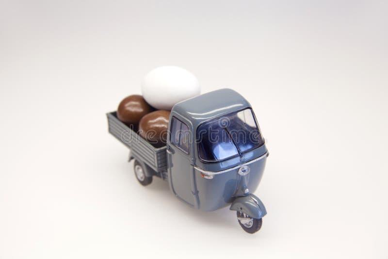 蛋交付 库存图片