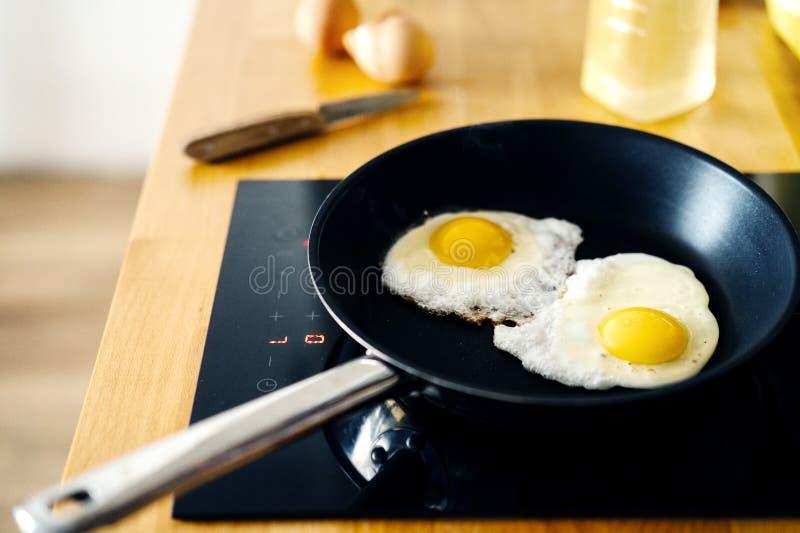 蛋炸锅二 食物和健康 库存图片
