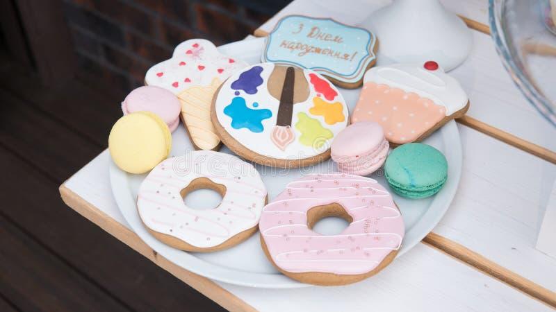 蛋白杏仁饼干,蛋白甜饼, nat的姜饼儿童` s党特写镜头 n 图库摄影