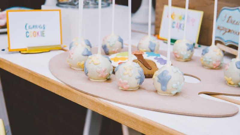 蛋白杏仁饼干,蛋白甜饼, nat的姜饼儿童` s党特写镜头 n 免版税库存图片