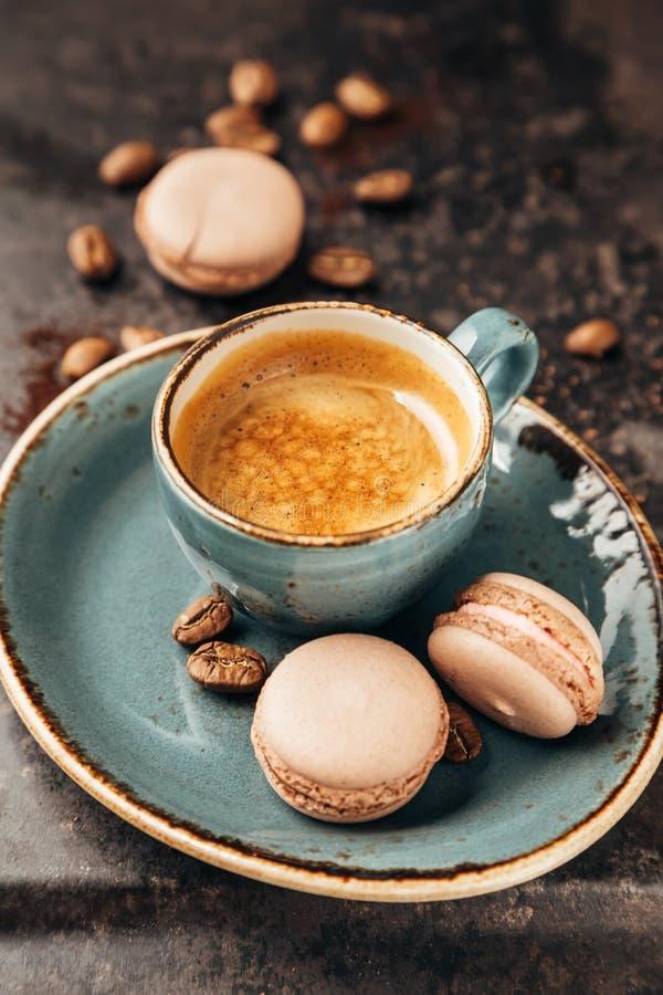 蛋白杏仁饼干和咖啡 库存照片