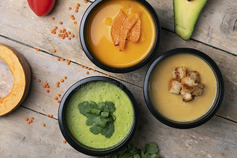 蛋白质、油脂和碳水化合物优选的比率,以及分别地在每个盘热量内容,eco食物包含 图库摄影