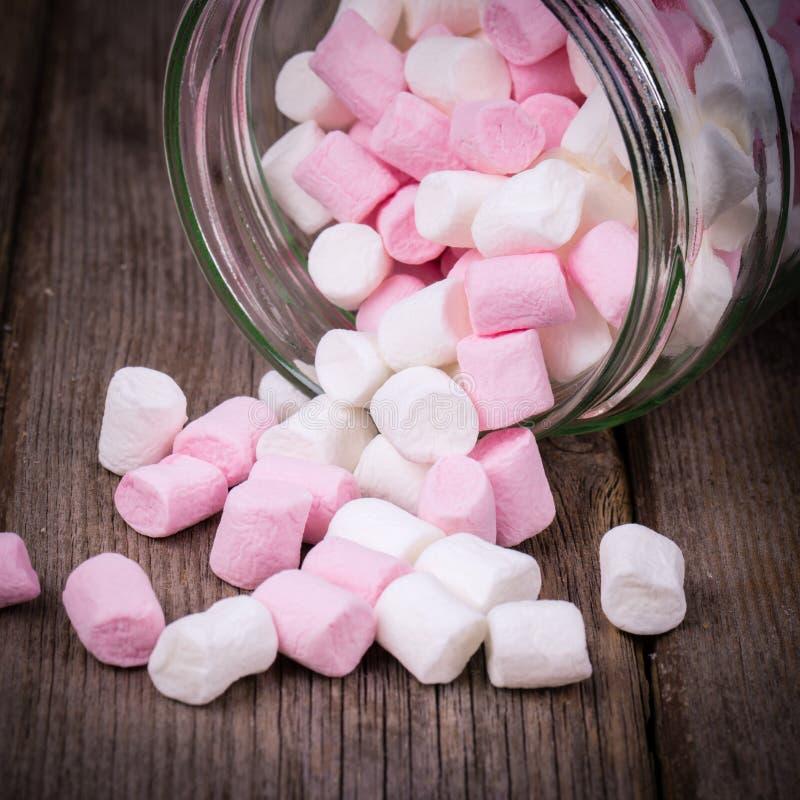 蛋白软糖桃红色白色 库存图片