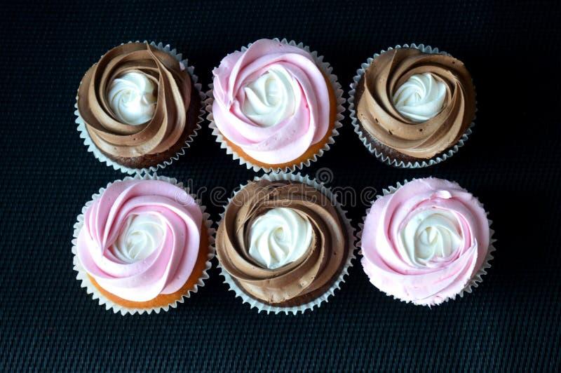 蛋糕'恭维'-桃红色和巧克力 图库摄影