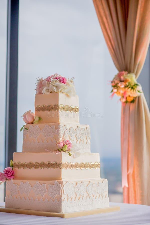Download 蛋糕典雅的婚礼 库存照片. 图片 包括有 有排列, 结冰, 结霜, 烘烤, 细菌学, 背包, brewster - 59109850
