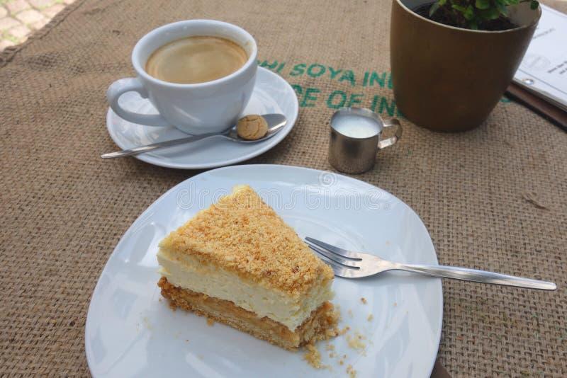蛋糕和咖啡在法兰克福咖啡馆 图库摄影