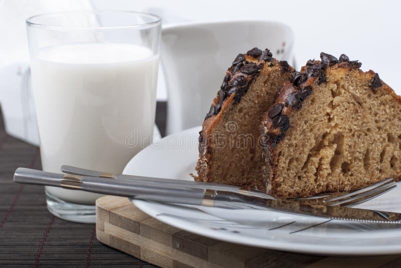 蛋糕和牛奶 免版税图库摄影