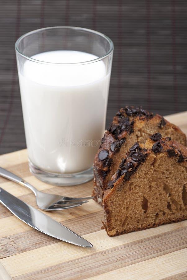蛋糕和牛奶 图库摄影