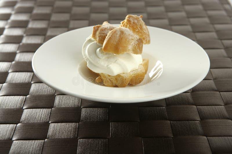 蛋糕奶油色可口吹 免版税图库摄影