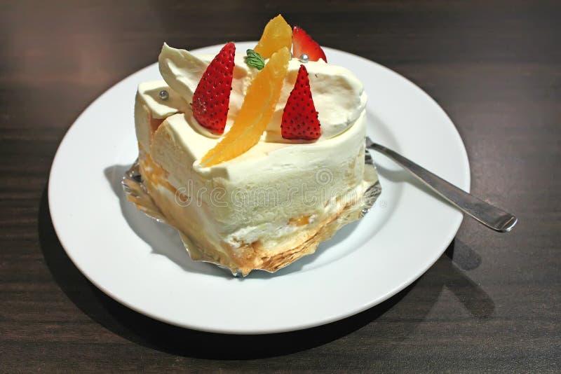 蛋糕奶油色海绵白色 免版税库存图片