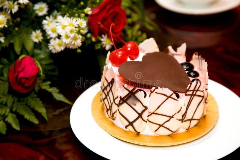 蛋糕巧克力装饰了重点形状顶层 免版税库存图片