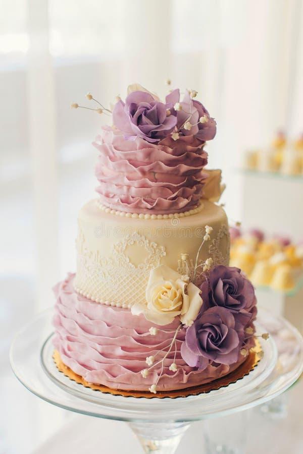 蛋糕开花婚礼 库存图片