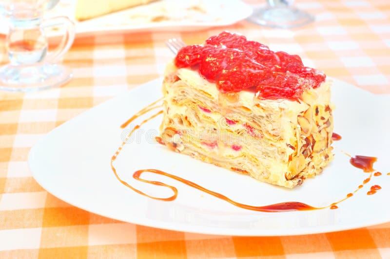 Download 蛋糕拿破仑用在板材的草莓 库存图片. 图片 包括有 虚拟, 关闭, 牌照, 乳蛋糕, 食物, 拿破仑, 照亮 - 62538223