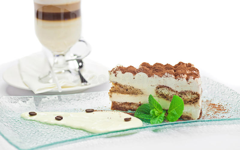蛋糕提拉米苏和咖啡 免版税图库摄影