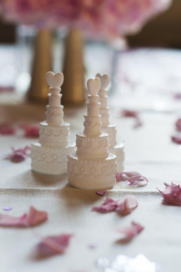 蛋糕支持婚礼 图库摄影