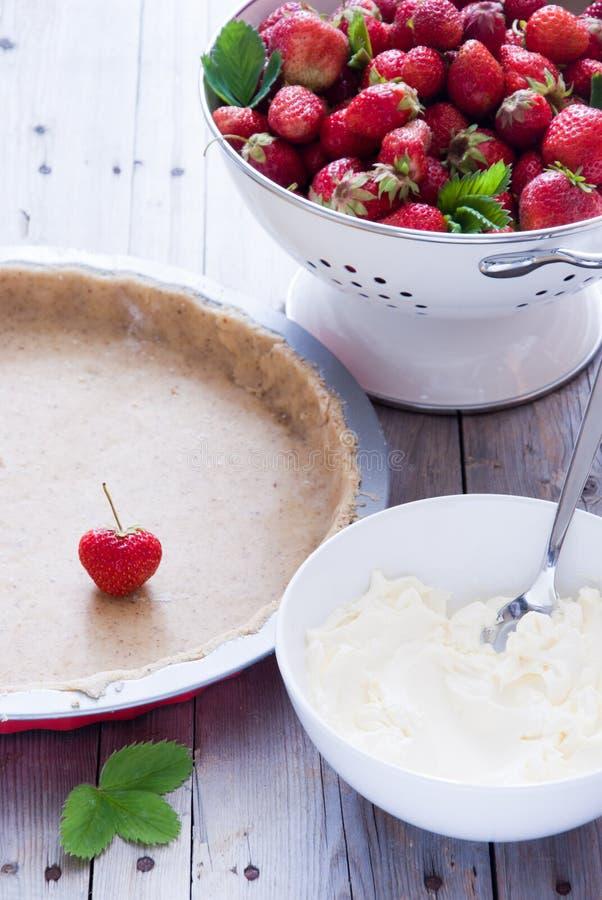 蛋糕新鲜的草莓 免版税库存照片