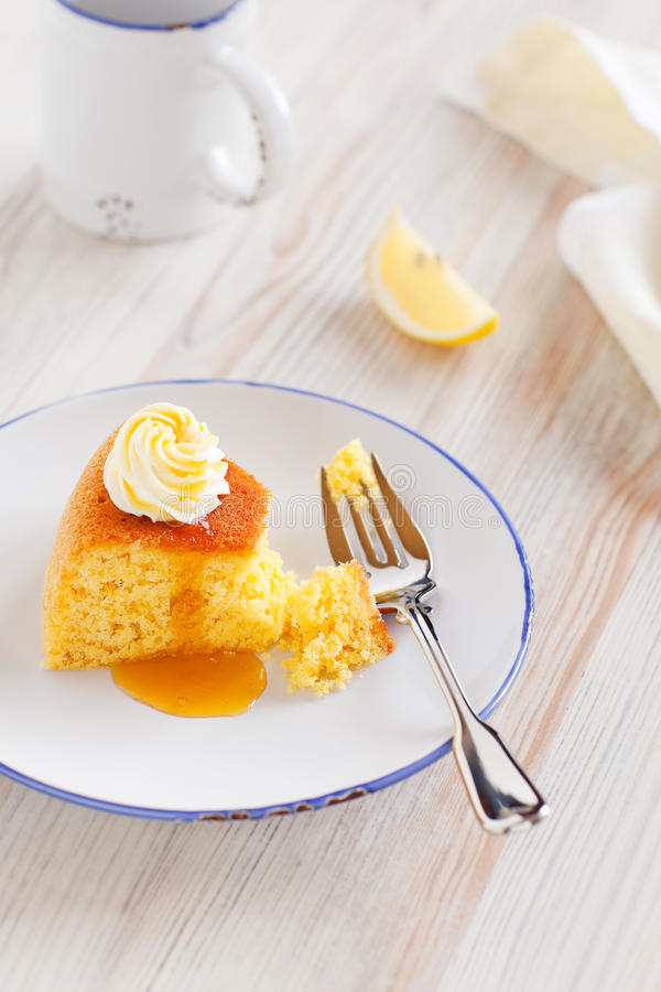 蛋糕柠檬麦片粥 免版税库存图片