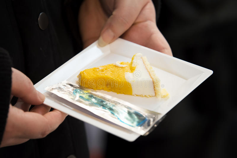 蛋糕樱桃奶油色冰 库存照片