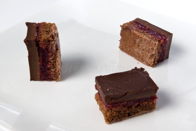 蛋糕樱桃巧克力黑暗的部分变酸 库存照片