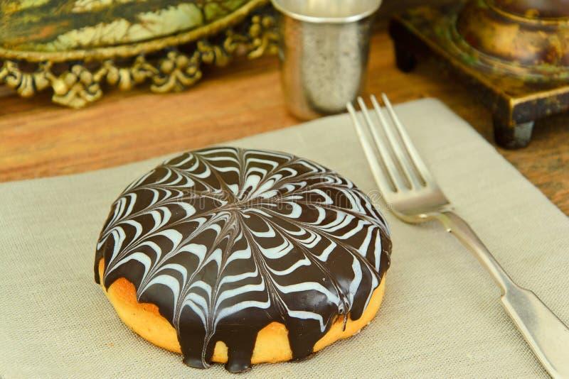Download 蛋糕用在板材的巧克力 库存图片. 图片 包括有 文化, 生日, 厨房, 特写镜头, 背包徒步旅行者, 生气勃勃 - 62530945