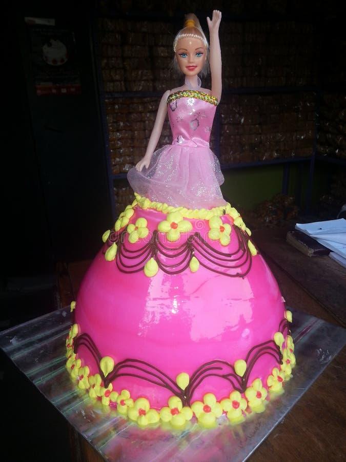 蛋糕芭比娃娃玩偶花梢甜点 免版税库存图片