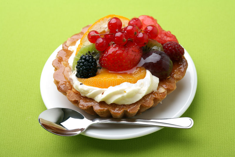 蛋糕花新鲜水果 免版税库存图片