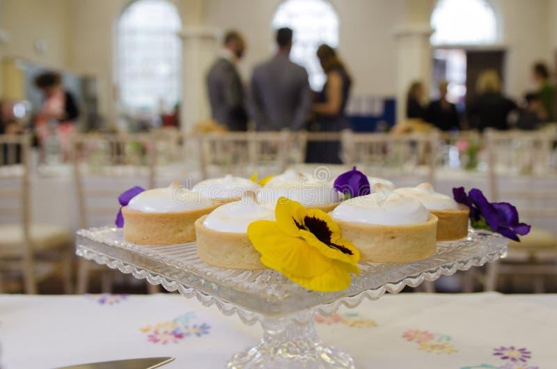 蛋糕被设定在地点 免版税库存图片