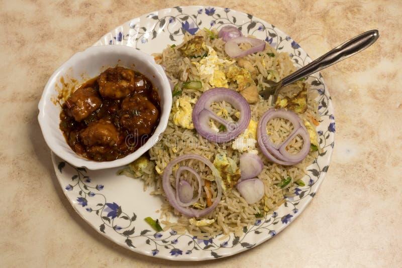 蛋鸡炒米和辣椒鸡是Nonveg一个普遍的印度支那的盘在印度 库存照片