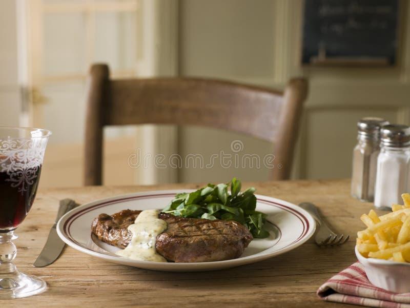 蛋黄酱frite调味汁牛排 免版税库存照片