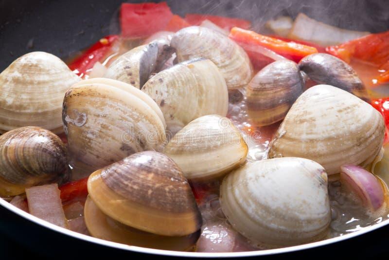 蛤蜊烹调 库存照片